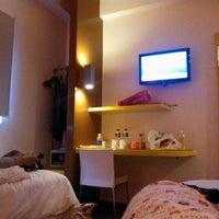 Photo taken at Amaris Hotel Cihampelas by Indah Y. on 12/21/2013