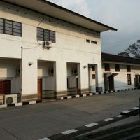 Photo taken at Perpustakaan Museum Geologi Bandung by Abah S. on 2/1/2013
