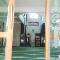 Photo taken at Masjid Al-Hamidiyah by Agus T. on 10/11/2014