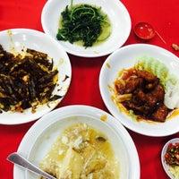 Photo taken at 美和海鲜餐馆 by msloooooong ∞ on 9/14/2014