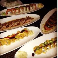 Photo prise au Wokcano Asian Restaurant & Lounge par Yanni V. le7/11/2013