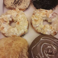 Photo taken at Big Apple Donuts & Coffee by Ridzuan R. on 9/27/2017