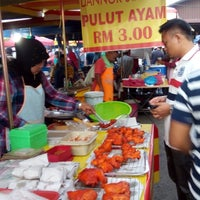 Photo taken at Pasar Malam Changloon by Ridzuan R. on 1/14/2015