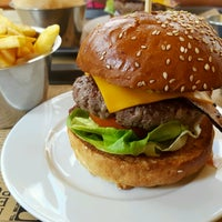Photo taken at El Burger Pub by Dan S. on 8/19/2016