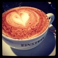 Das Foto wurde bei Café Einstein von Stéphanie am 1/22/2013 aufgenommen