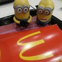 Foto diambil di McDonald's oleh Sinem pada 10/9/2013