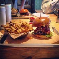 Das Foto wurde bei Haystack Burgers And Barley von John S. am 9/26/2013 aufgenommen