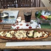 Photo taken at Barış Pide & Pizza Evi by Kayhan Y. on 5/27/2017
