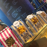Photo taken at Garrett Popcorn Shops by Yossi R. on 2/9/2018