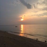 Photo taken at Sofia By The Sea Chalet @ Sri Tioman by Adila Pablo on 8/26/2016