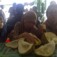 Photo taken at Raja Durian by dhany i. on 3/15/2013