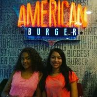Foto tomada en American Burger por Licenciado Adrian R. el 1/15/2017