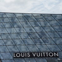 Photo taken at Louis Vuitton Island Maison by Muhammed Fitry on 5/29/2013