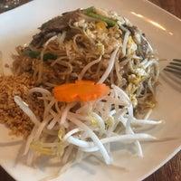Das Foto wurde bei PuTawn Local Thai Kitchen von Chanel L. am 5/27/2018 aufgenommen