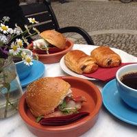 Das Foto wurde bei Father Carpenter Coffee Brewers von Basak C. am 5/4/2015 aufgenommen