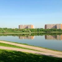 Das Foto wurde bei Парк «Борисовские пруды» von Ojen am 5/25/2013 aufgenommen