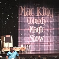 Foto tirada no(a) The Mac King Comedy Magic Show por Emil M. em 6/30/2016