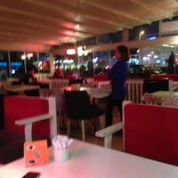 Das Foto wurde bei Ambiance Cafe von FSM EMLAK YENİ TÜRKİYE NİN EMLAK OFİSİ B. am 11/22/2012 aufgenommen