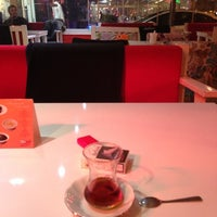 Das Foto wurde bei Ambiance Cafe von FSM EMLAK YENİ TÜRKİYE NİN EMLAK OFİSİ B. am 11/30/2012 aufgenommen