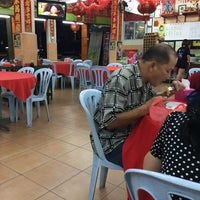 Photo taken at Restaurant Kiong Kee by Lim K. on 5/29/2017