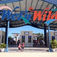 Photo taken at Wet'n Wild by Alyne on 12/20/2012