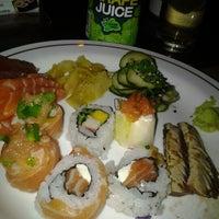 Foto tirada no(a) Sushi Yama por Bela Z. em 9/25/2012