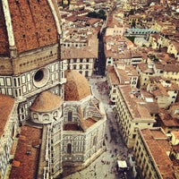 Photo taken at Cattedrale di Santa Maria del Fiore by Yulia T. on 5/10/2013