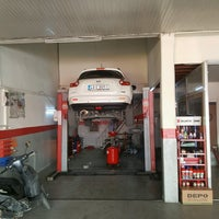 Photo taken at Nistek Oto Servis by Ahmet Cihan Y. on 11/17/2016