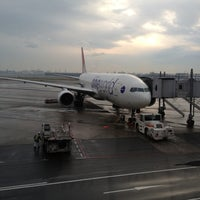 Photo taken at Gate 11 by Ohoku on 11/23/2012