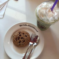 Photo taken at The Coffee Bean & Tea Leaf by jeep on 3/30/2015