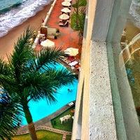 Foto tomada en Plaza Pelicanos Grand Beach Resort por Eletta B. el 4/5/2013