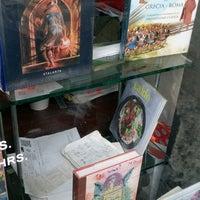 Photo taken at Librería Del Fondo De Cultura Economica by JoCrra on 5/1/2017