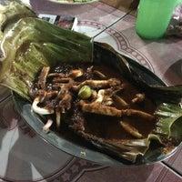 Photo taken at Arfa Batik Seafood Restaurant by Shafiq R. on 10/3/2017