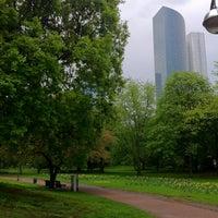Das Foto wurde bei Taunusanlage von Vova am 5/4/2013 aufgenommen