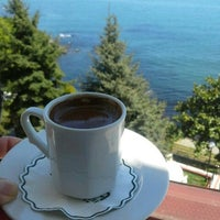 Photo taken at Deniz Kenarı by Gonca K. on 4/27/2017