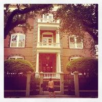 6/6/2013 tarihinde Jane L.ziyaretçi tarafından Calhoun Mansion'de çekilen fotoğraf