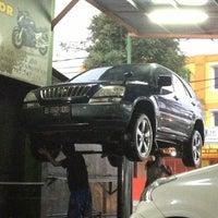 Photo taken at Arini Car Wash by Patria on 12/2/2012
