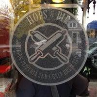 Das Foto wurde bei Hops & Pie von John H. am 10/12/2012 aufgenommen