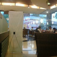 Photo taken at Dunkin Donuts by Teguh P. on 9/23/2012
