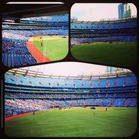 Das Foto wurde bei Rogers Centre von Vince S. am 6/21/2013 aufgenommen