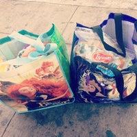 Foto tirada no(a) Tamura Super Market por Ashley O. em 4/26/2014