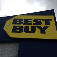 Photo taken at Best Buy by meshary A. on 5/28/2013