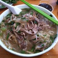 Foto scattata a Pho Sao Bien Vietnamese Restaurant da Victor W. il 12/11/2012
