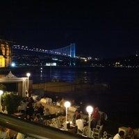 Das Foto wurde bei The House Café von Canan Y. am 12/5/2012 aufgenommen