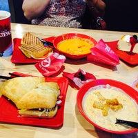Das Foto wurde bei Café Zupas von Hugo am 7/26/2015 aufgenommen