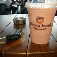 8/4/2014 tarihinde Sertac S.ziyaretçi tarafından Gloria Jean's Coffees'de çekilen fotoğraf