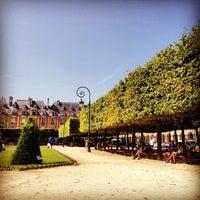 7/6/2013 tarihinde R A.ziyaretçi tarafından Place des Vosges'de çekilen fotoğraf