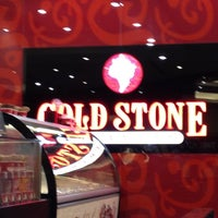 Photo taken at COLD STONE CREAMERY by Maria 🌺 on 10/6/2012