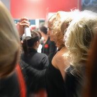 Das Foto wurde bei Muscat HairArtist - Ihr Friseur in Frankfurt von Muscat HairArtist - Ihr Friseur in Frankfurt am 5/9/2014 aufgenommen