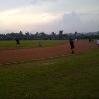 Photo taken at Brigif Running Track by Mulyono B. on 3/6/2013